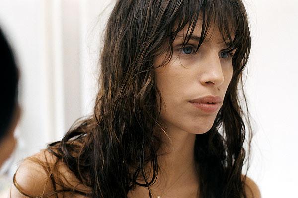 Ex de Luc Besson, 36 anos, uma filha de 19.